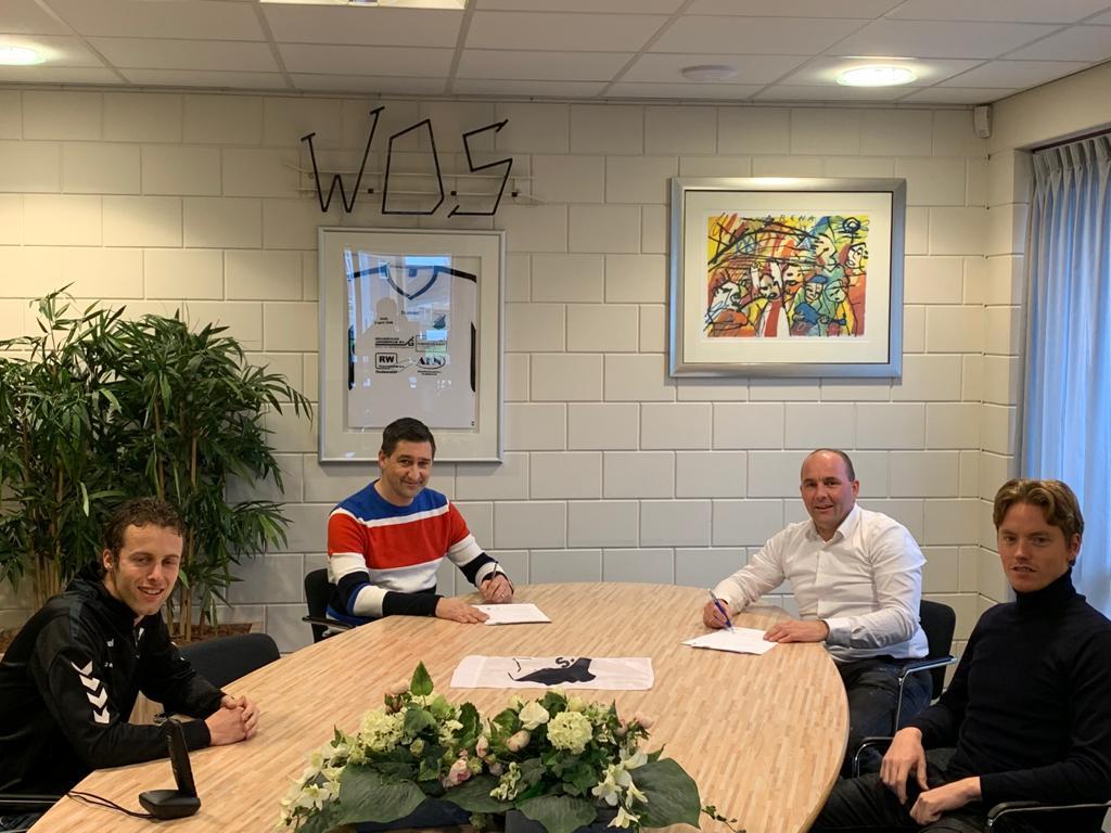 Hoofdtrainer Rob en keeperstrainer Fred tekenen officieel bij WDS