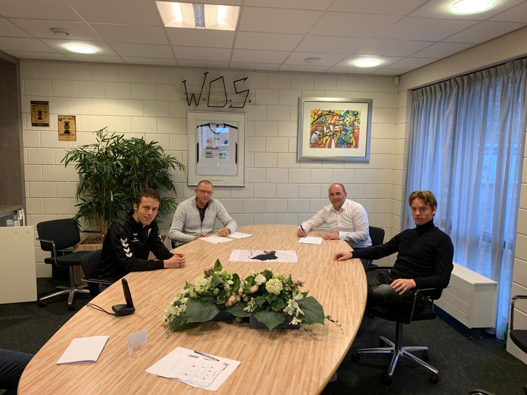 Hoofdtrainer Rob en keeperstrainer Fred tekenen officieel bij WDS 1
